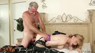 Blonde Nina Hartley rides her new man
